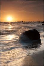 Als einziger bei Sonnenaufgang am Meer