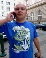 Als mir þløzzlich Robi Wan Bløchobi yhber den Wehg luuph, telephonierte er cwaa gerahde, ...