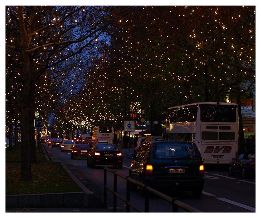 ... als ob es Sterne schneit - Kurfürstendamm am 9. Dez 2005