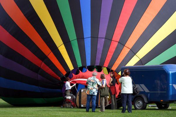 Also so wird ein Fesselballon aufgeblasen...