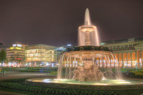 ALT gegen NEU - Schlossplatz Stuttgart