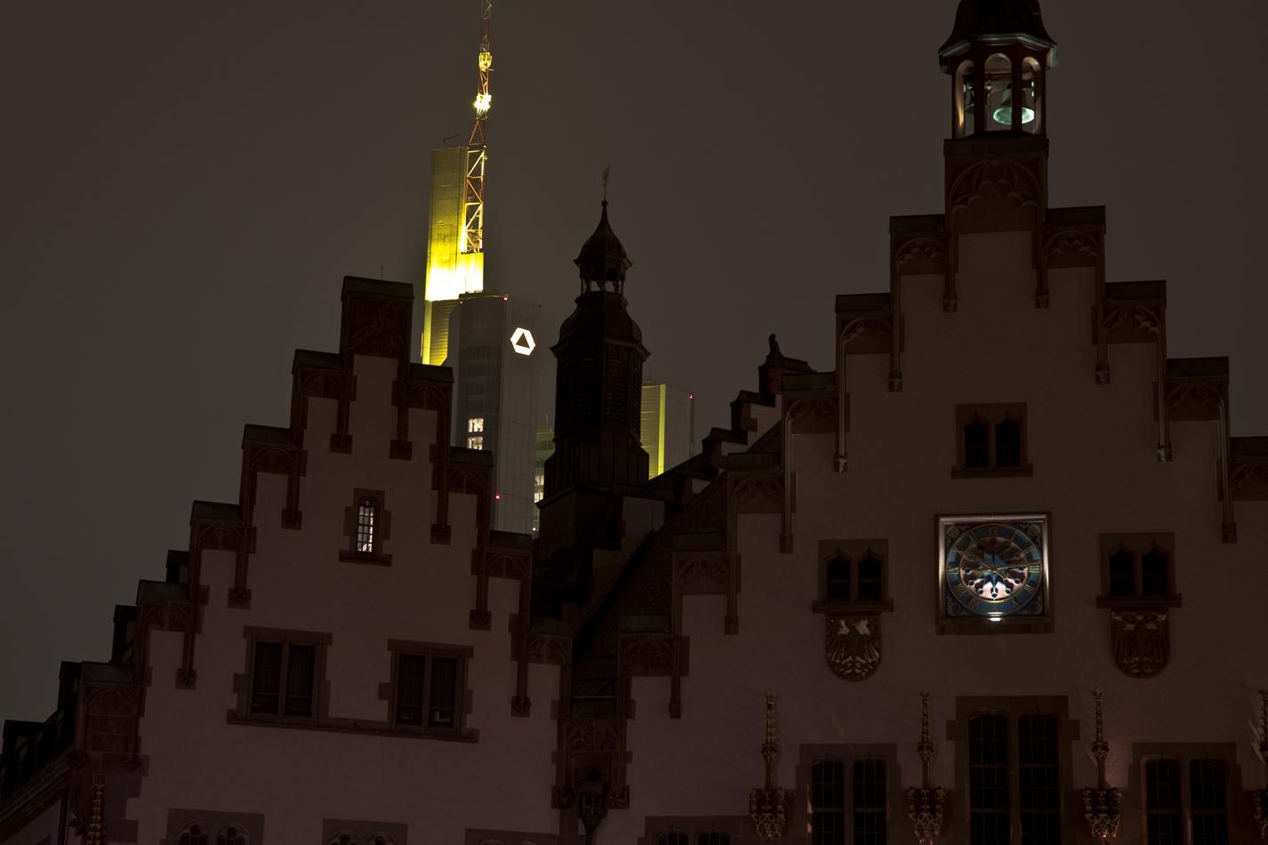 alt trifft neu - Römer und Commerzbank-Tower in Frankfurt