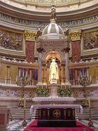 Altar des Stephansdoms (Basilika) in Budapest