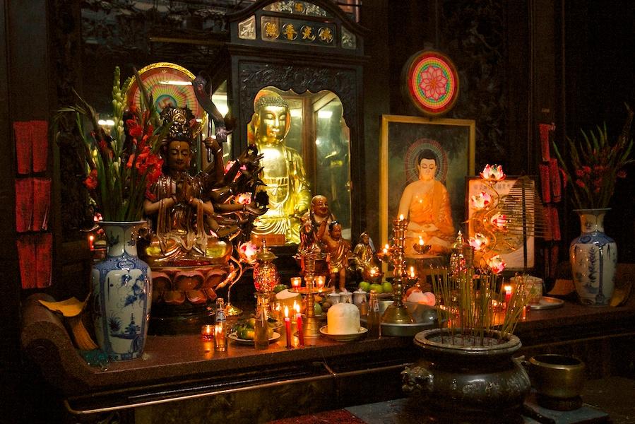 Altar im Tempel des Jadekaisers - Chua Ngoc Hoang