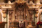 Altar mit Nagelkreuz