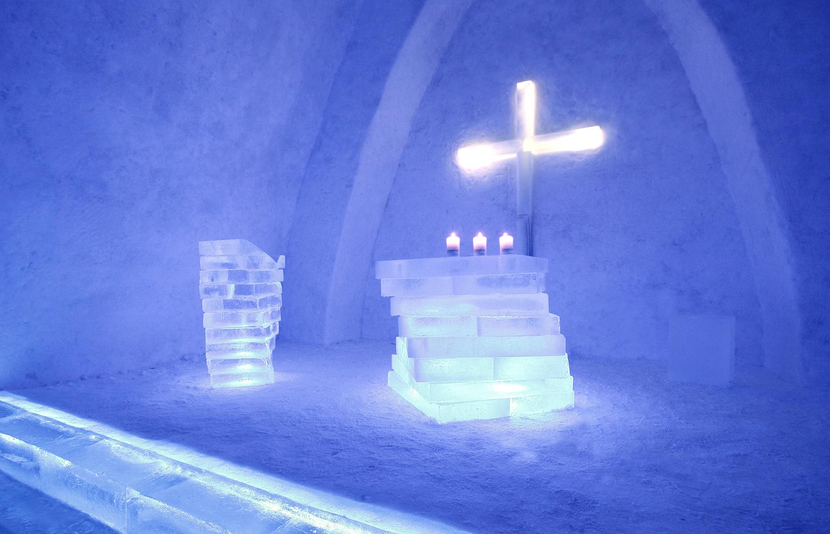Altar un Ambo in der Schneekirche