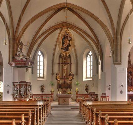 Altarraum der Pfarrkirche in Rietberg (OWL)