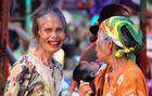 Alte Batak Frauen am Quatschen