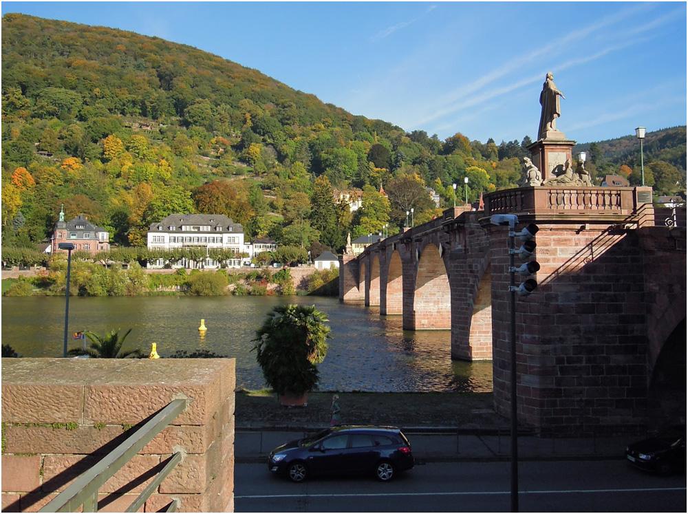 Alte Brücke am Morgen
