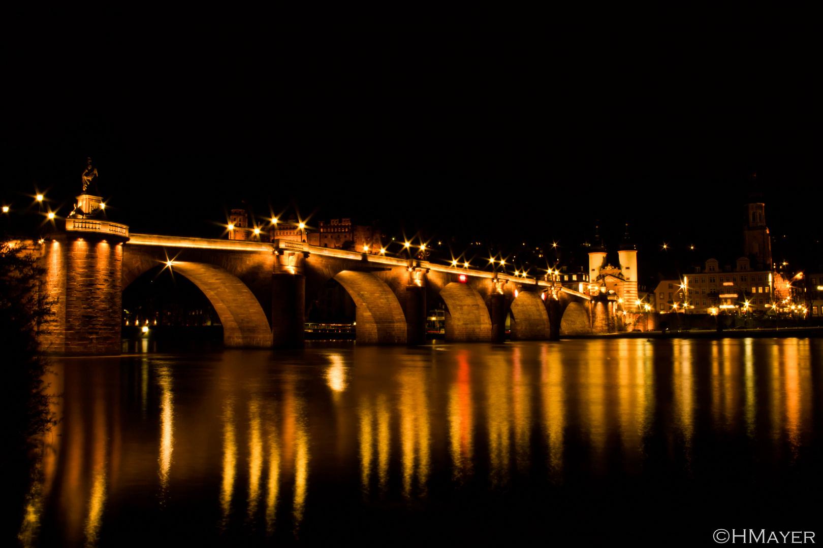 Alte Brücke bei Nacht