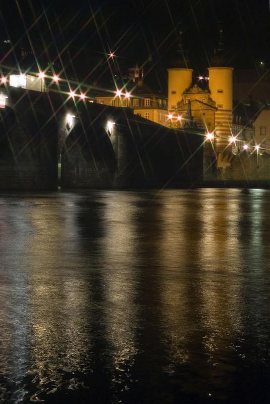Alte Brücke in Heidelberg bei Nacht