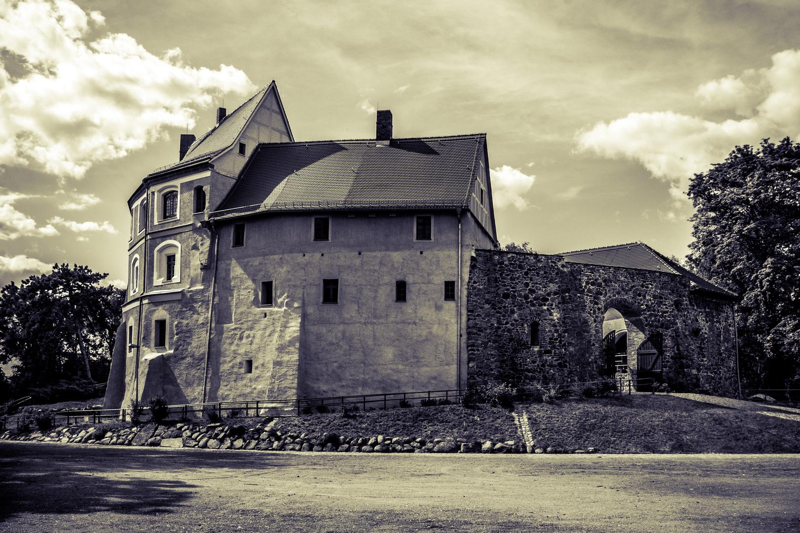 alte Burg in neuem Gewand - Wasserburg Roßlau