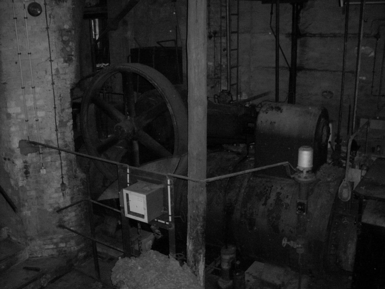 alte Dampfmaschine......inS/W