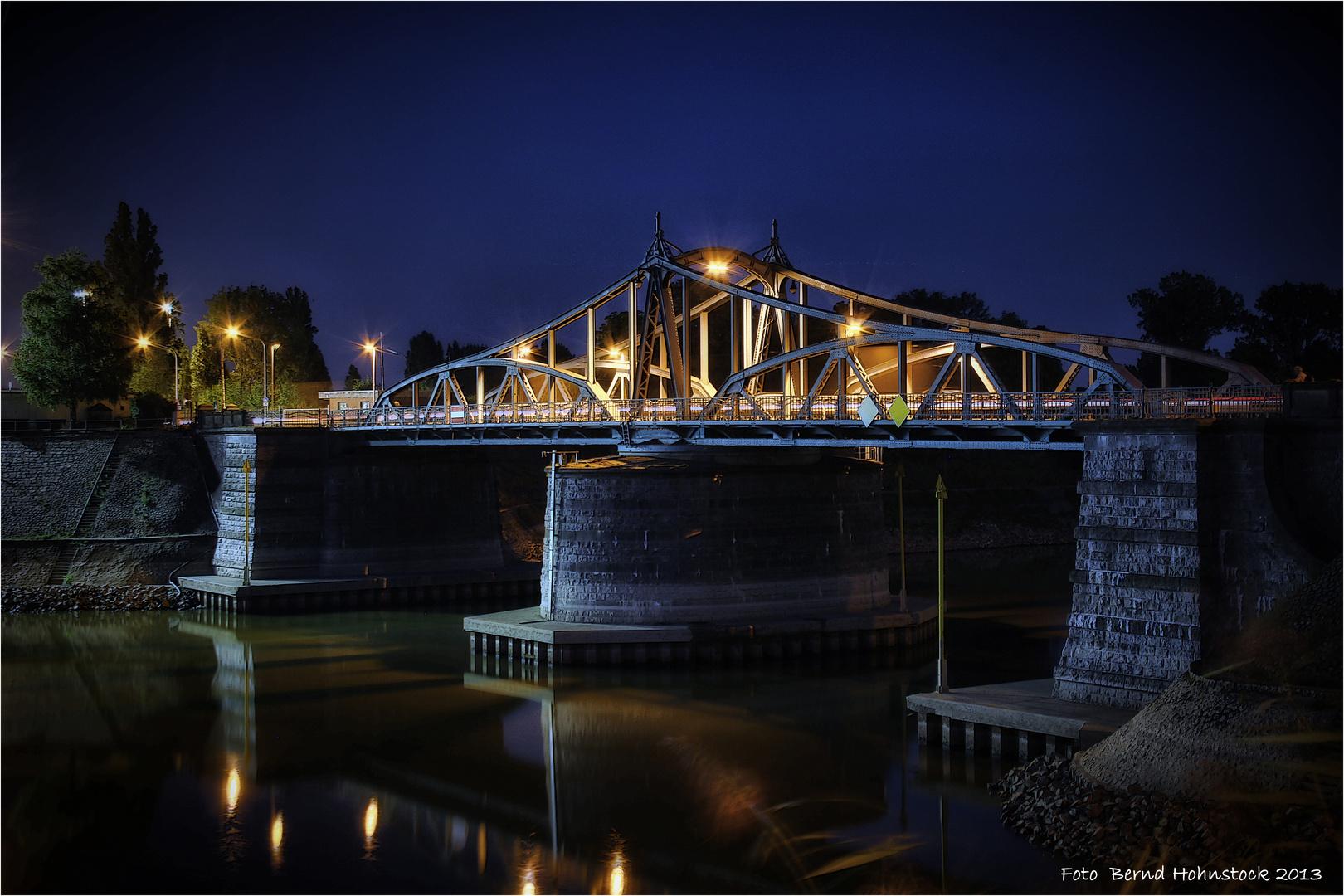 alte Drehbrücke Krefeld Uerdingen ....