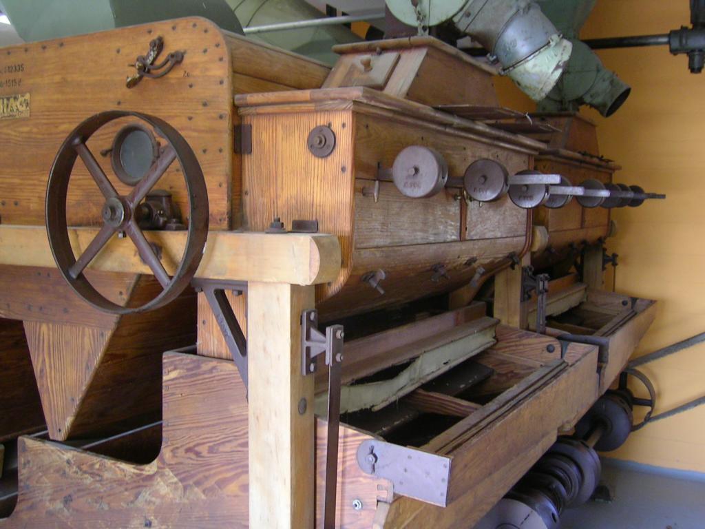 alte Dreschmaschine