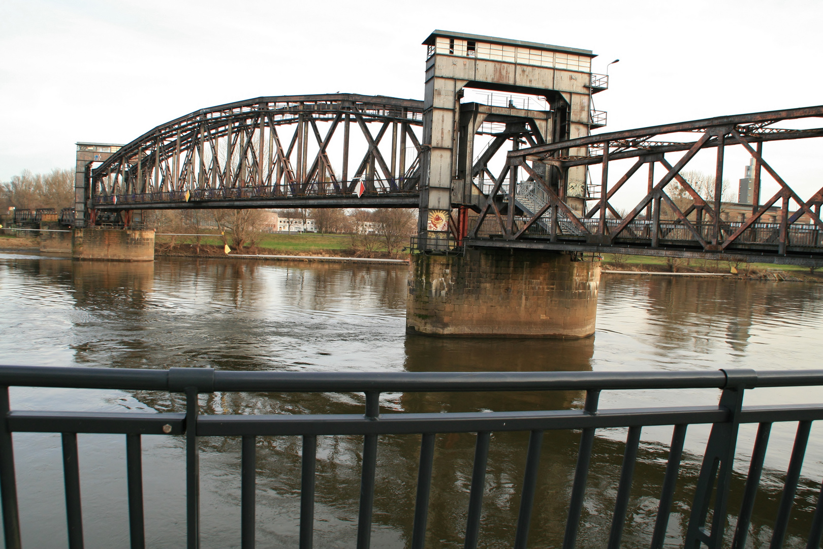 Alte Eisenbahn- Hubbrücke