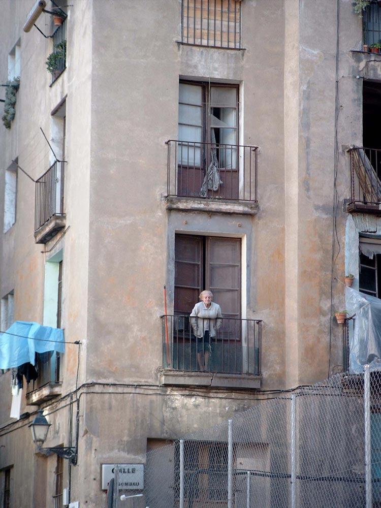 alte frau am fenster foto bild streetfotografie menschen bilder auf fotocommunity. Black Bedroom Furniture Sets. Home Design Ideas