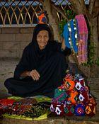 Alte Frau beim Strassenverkauf in Kom Ombo