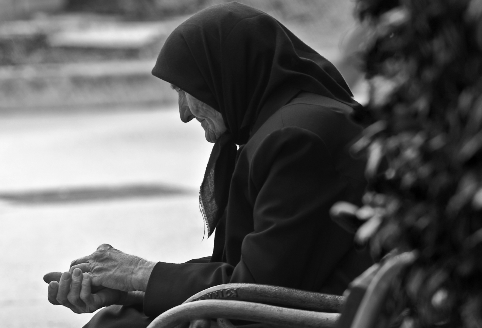 Alte Frau in Bosnien