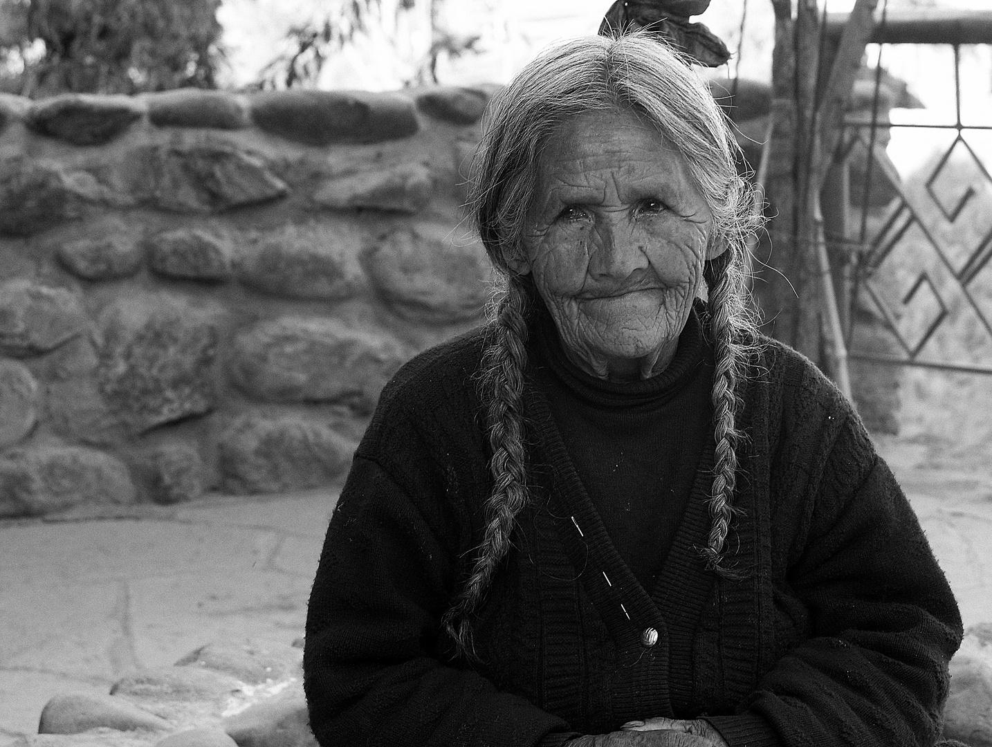 Alte Frau in Ollantaytambo