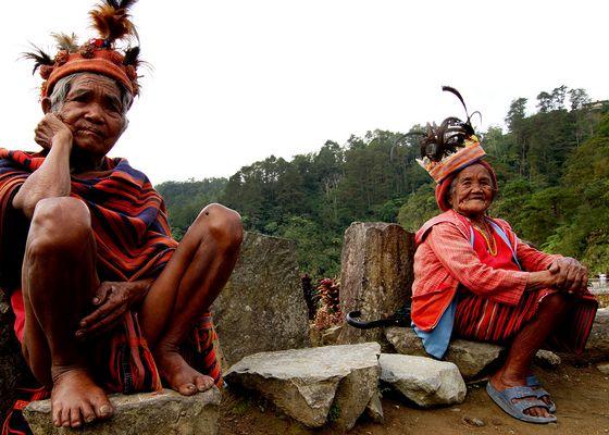 alte Frauen in traditionelle Kleidung - Bergdort, Philippinen