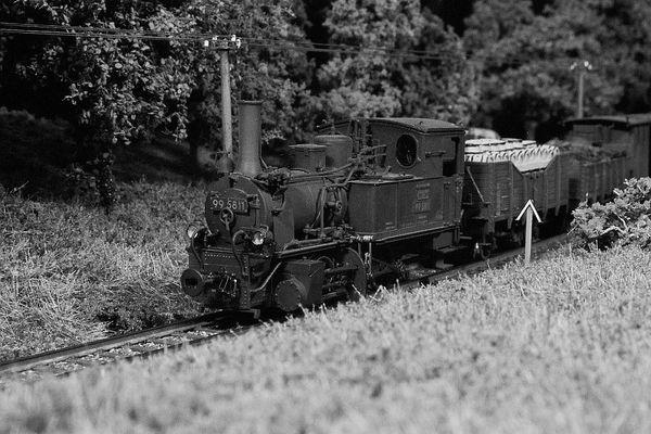 Alte GHE-Lok mit Güterzug