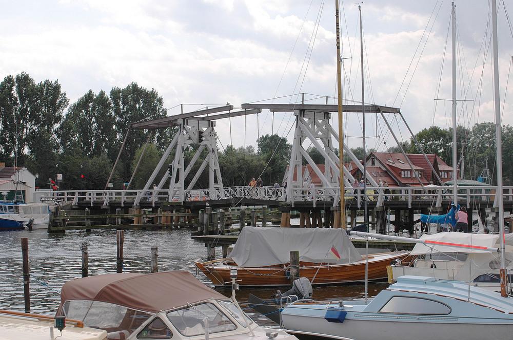 alte Holzklappbrück in Greifswald-Wieck