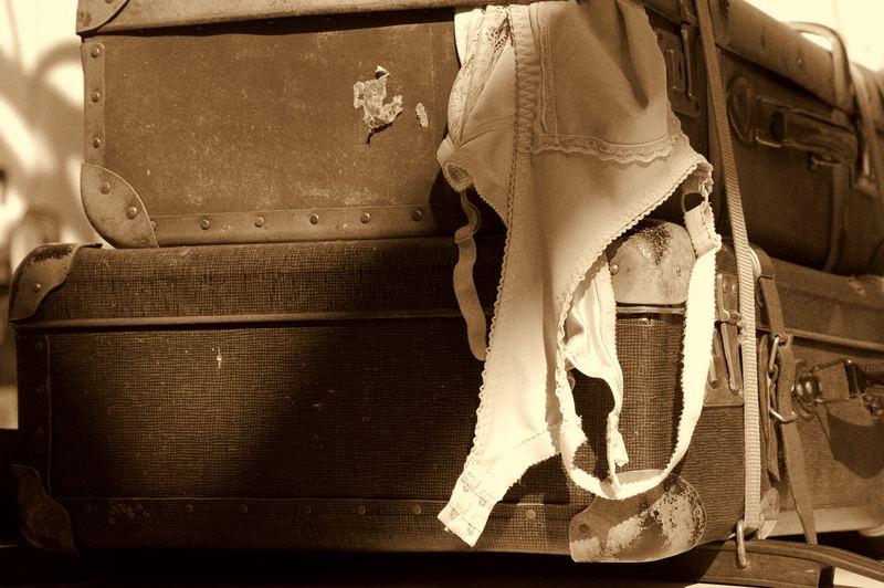 Alte Koffer mit BH