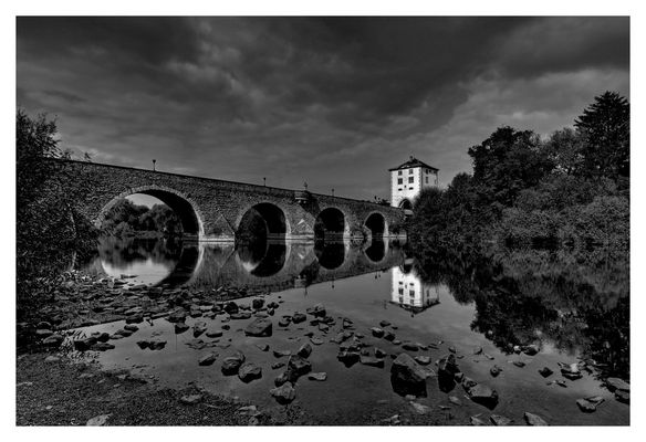 Alte Lahnbrücke in Limburg / S/W