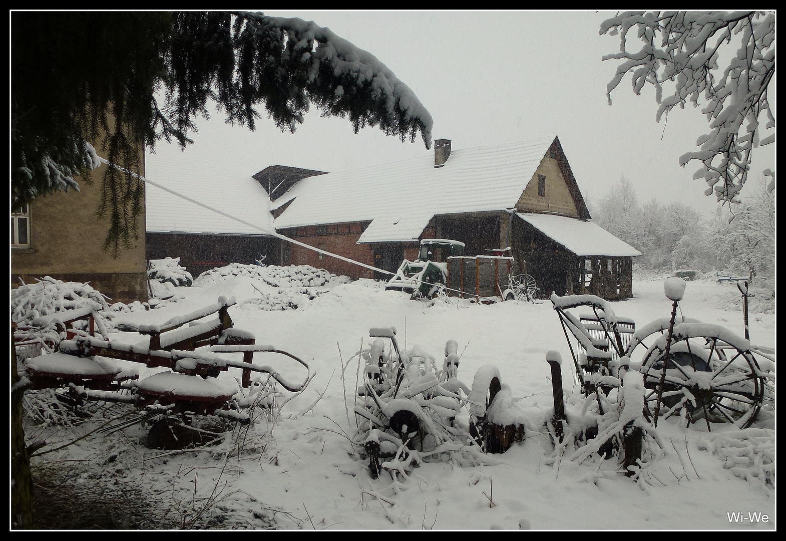 -Alte Landmaschinen ganz in weiß