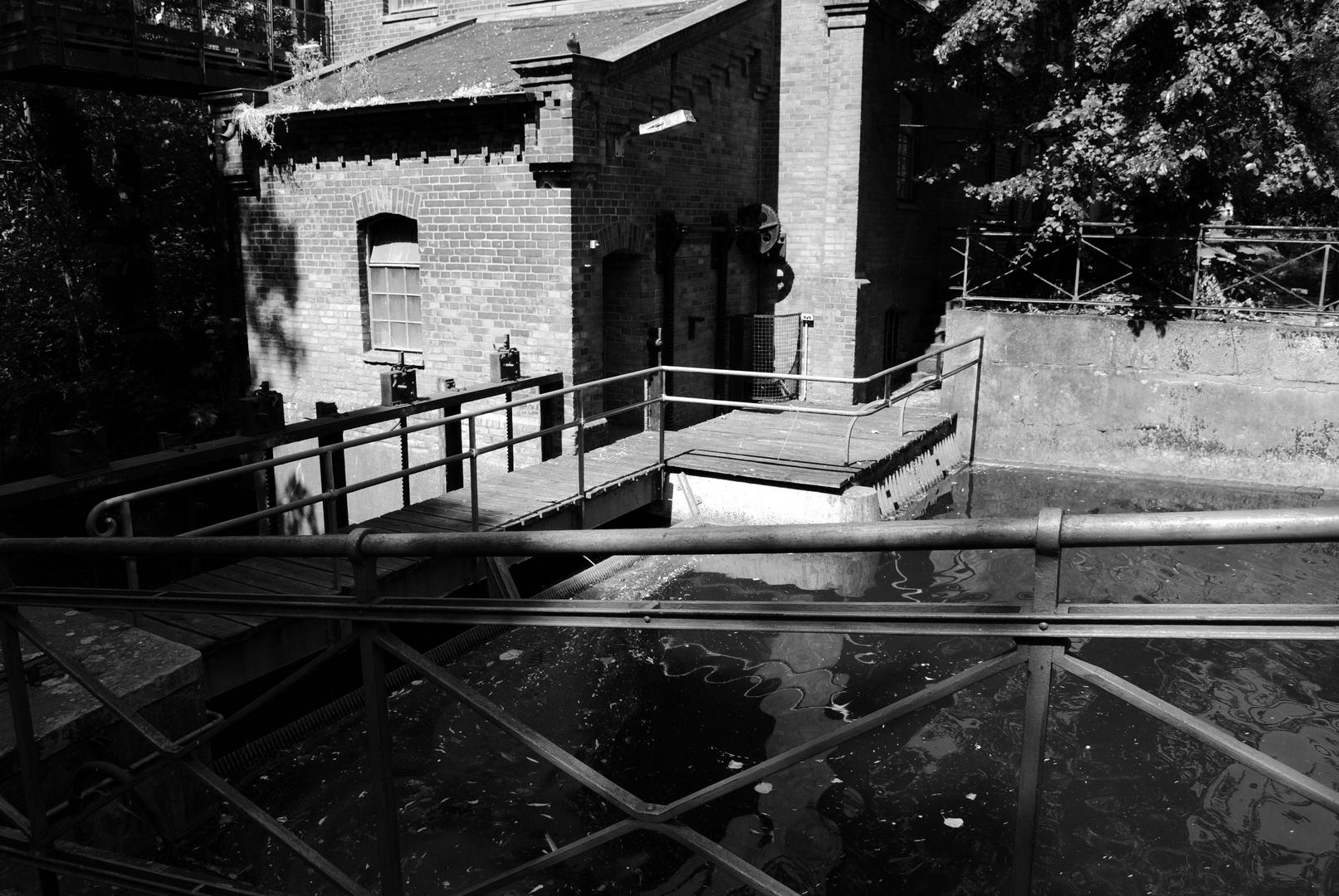 Alte Lübecker Wassermühle mit künstlichem Staudamm