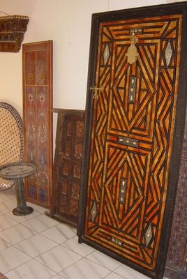 Alte marokkanische Türen in Tanger