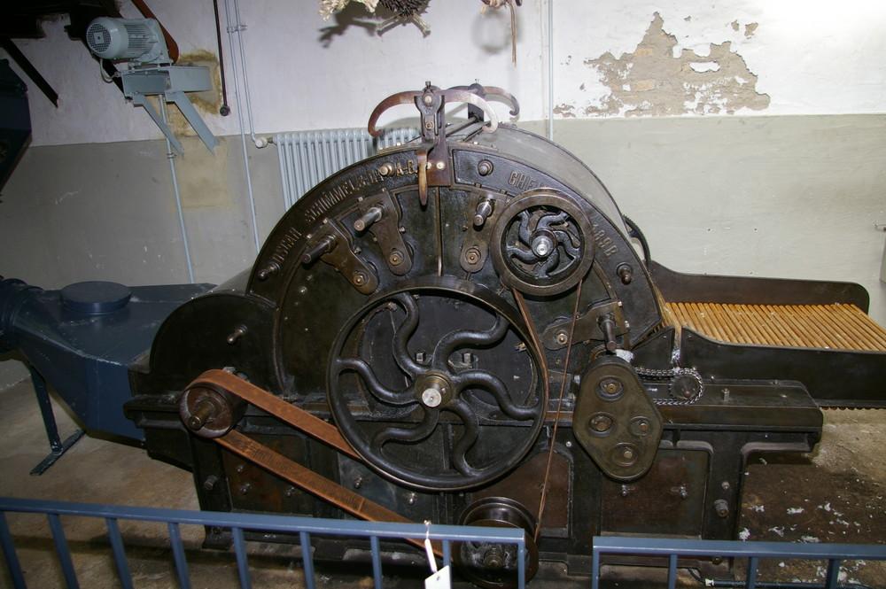 Alte Maschine zur Wolle- und Tuchherstellung Baujahr 1898