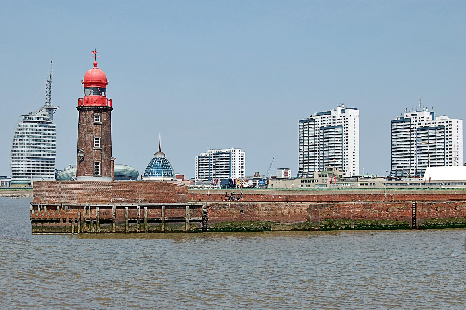 Alte Mole und Skiline von Bremerhaven