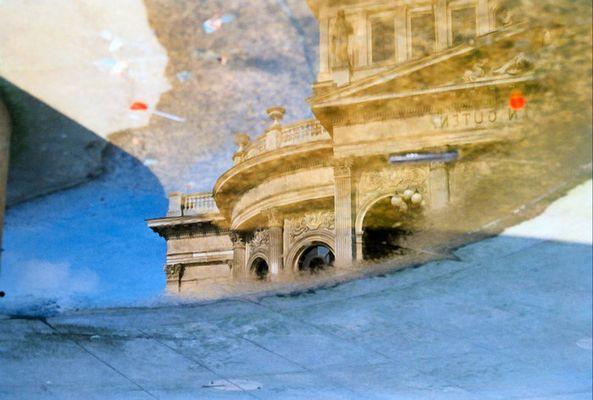 Alte Oper in der Pfütze