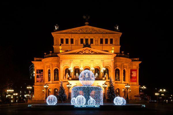 Alte Oper in Frankfurt zur Weihnachtszeit