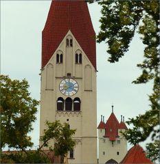 Alte Stadt Kaufbeuren ,Kirchturm   und weitem der 5 Spitzen Turm
