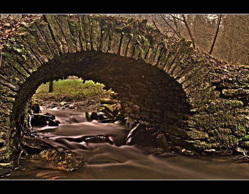Alte Steinbrücke im Herzbachtal