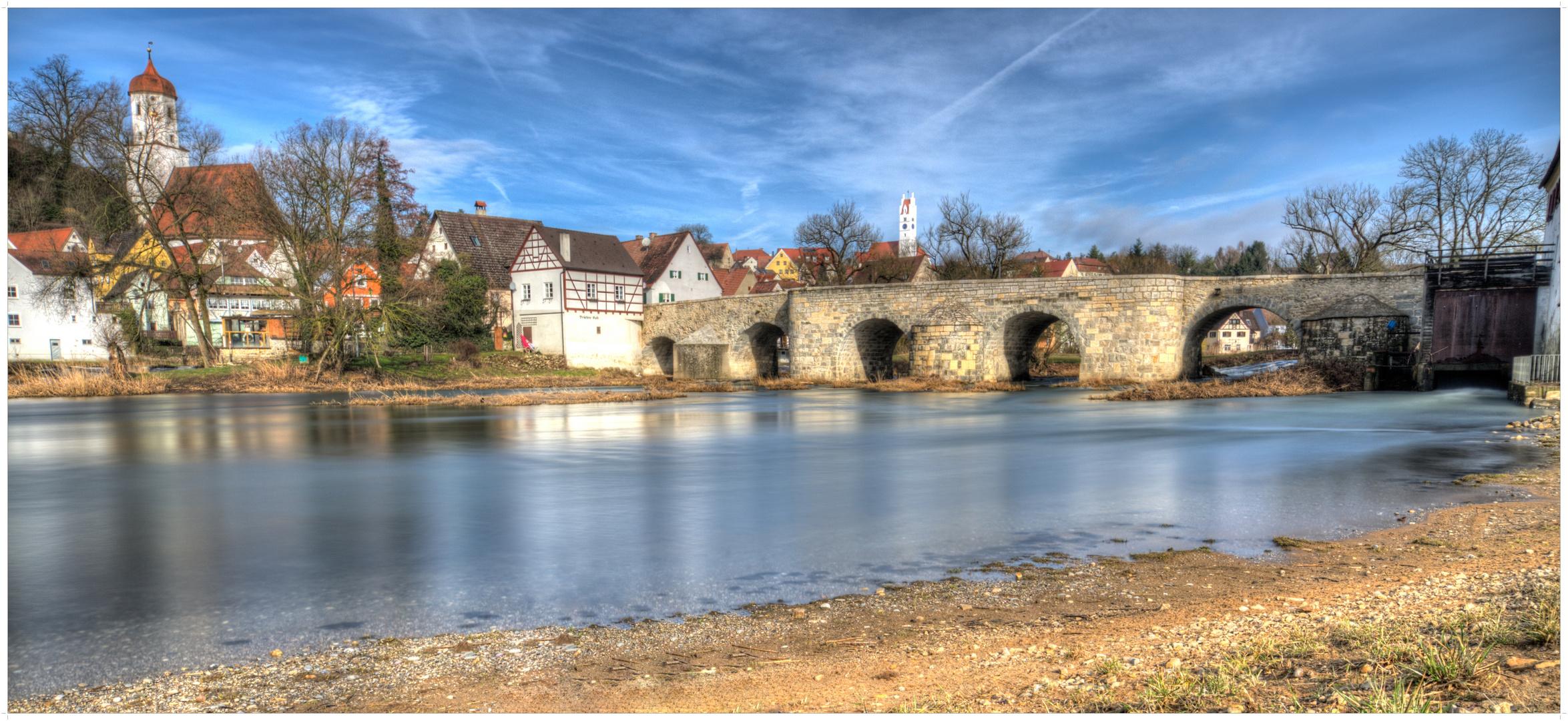 Alte steinerne Wörnitzbrücke in Harburg (Schwaben)