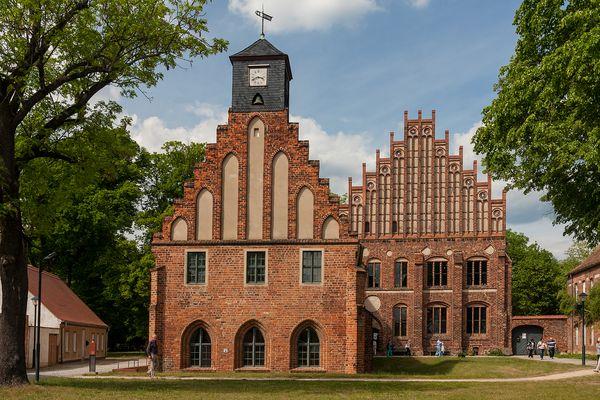Alte und neue Abtei Kloster Zinna