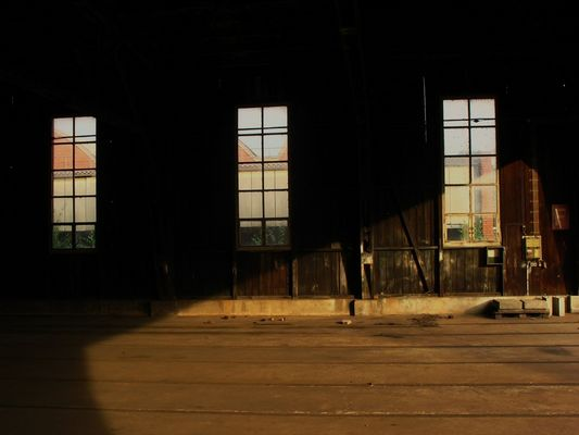 Alte Wagonhalle aus Holz in alter AEG Fabrik