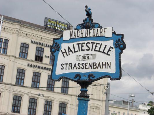 Alte Wiener Straßenbahnhaltestelle