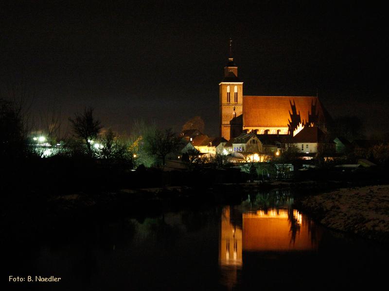 Altentreptow bei Nacht