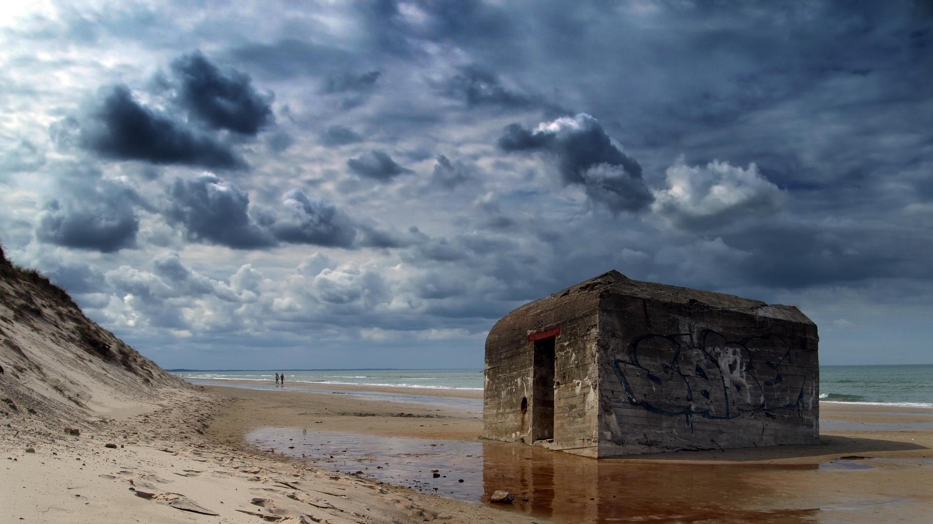 Alter Bunker am Strand [16:9]