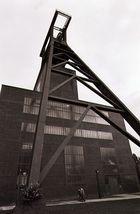 alter Förderturm der Zeche Zollverein in Essen
