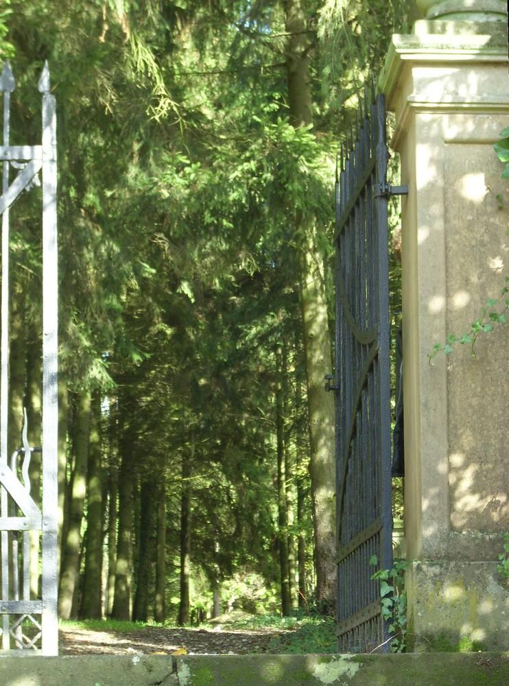alter Friedhof Herrstein oder Tor zur ewigen Ruhe
