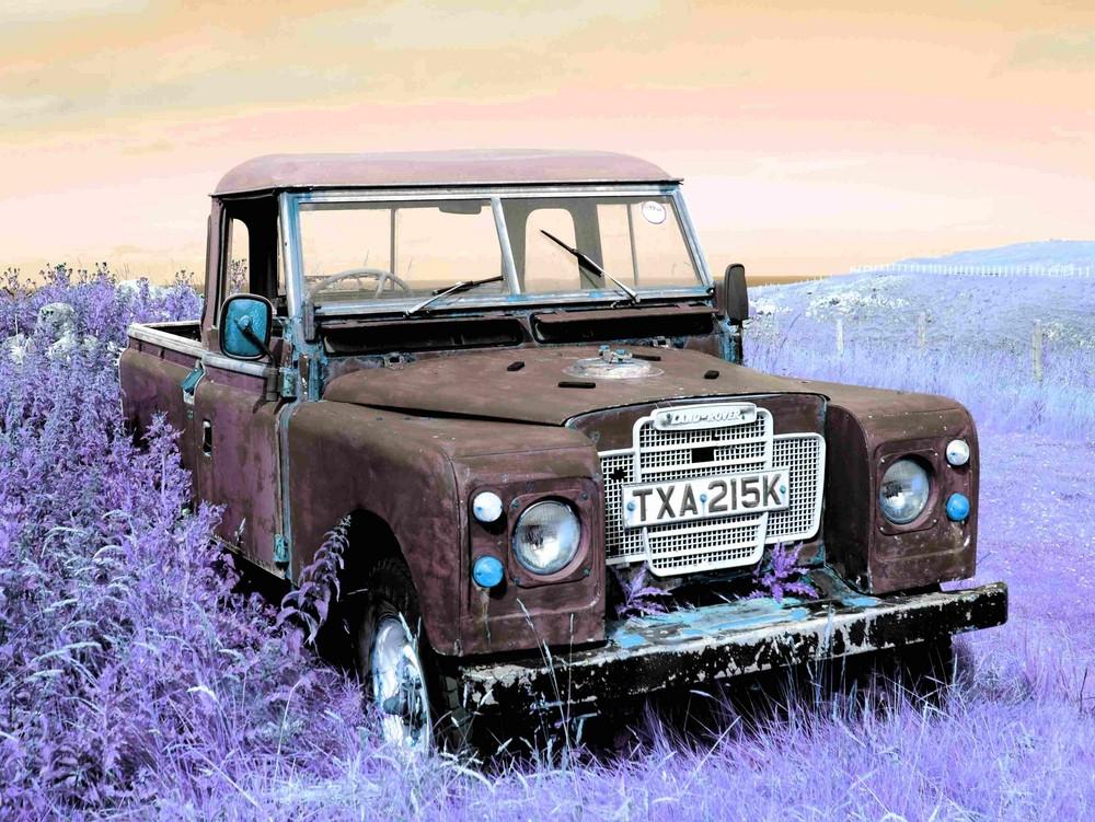 Alter Geländewagen an der schottischen Nordküste.