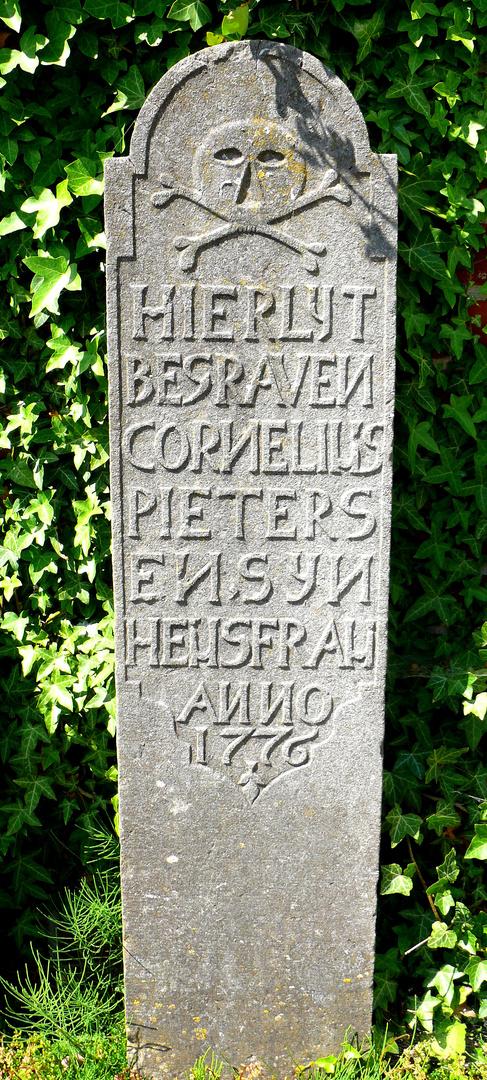 Alter Grabstein in Friedrichstadt, SH