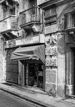 alter Laden in Valetta (in s/w)
