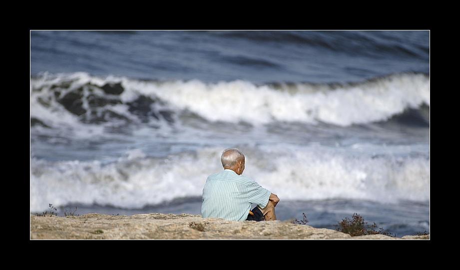 Alter Mann an seinem Meer